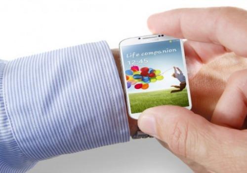 Đồng hồ thông minh là dòng sản phẩm liên tục được nhắc đến thời gian qua sau khi có thông tin hàng loạt hãng lớn như Apple, Microsoft, Google, Samsung& sẽ tham gia thị trường này. Đại diện Samsung khẳng định sẽ công bố đồng hồ Galaxy Gear tại IFA. Thiết bị có thể tích hợp màn hình vuông 2,5 inch, chip 1,5 GHz và sẽ đóng vai trò như phụ kiện của dòng điện thoại Galaxy.