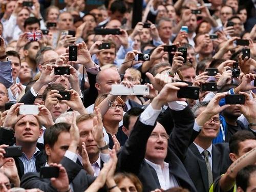 Crowd-Phones-9777-1380855747.jpg
