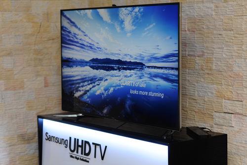 F9000 có thể nâng chất lượng của các nội dung HD và Full HD thông thường lên chuẩn Ultra HD 4K nhờ bộ xử lý Công nghệ hình ảnh Quadmatic tích hợp bên trong cùng với bộ xử lý hình ảnh riêng biệt cho phép nâng TV tự chất lượng ở các nội dung HD và Full HD thông thường lên thành chuẩn Ultra HD 4K. Nhờ vậy, các nội dung thông thường khi xem trên màn hình F9000 vẫn có được độ sắc nét cao, không bị vỡ điểm ảnh.