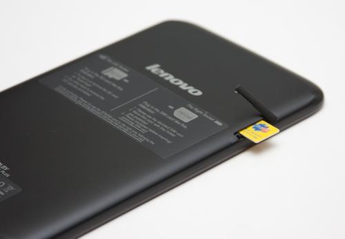 khe cắm SIM hỗ trợ nghe, gọi, nhắn tin và truyền dữ liệu 2,5G.