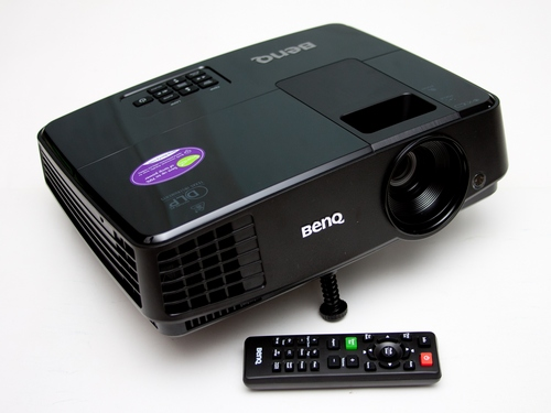 BenQ MS504 có độ sáng đạt 3.000 ANSI Lumen, tuổi thọ bóng đèn lên đến 10.000 giờ khi hoạt động ở chế độ SmartEco.