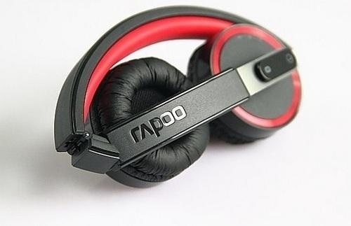 Rapoo H6080 có thể xếp lại gọn gàng nhờ thiết kế các khớp xoay trên vòm chụp và củ tai của sản phẩm.