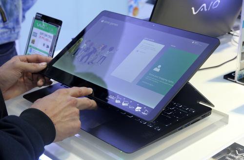 Chỉ từ một vài thao tác đơn giản, VAIO Fit multi-flip có thể chuyển thành...