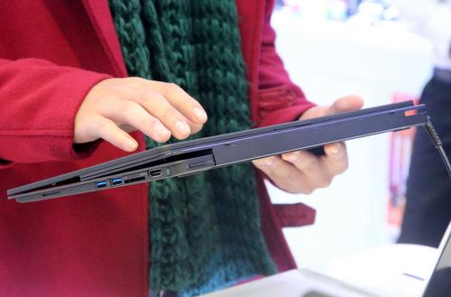 ... một chiếc tablet Windows 8 cỡ lớn...