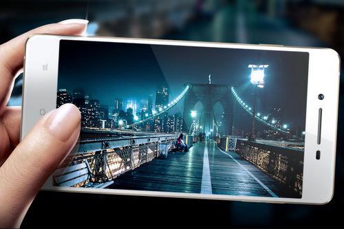Oppo R1 sẽ được bán vào đầu năm 2013.