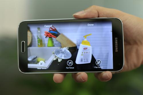 Tính năng Selective Focus cho phép người sử dụng tập trung vào một vùng nhất định của vật thể và làm mờ hậu cảnh. Nhờ đó, người dùng không cần đến ống kính đặc biệt để tạo độ sâu trường ảnh.