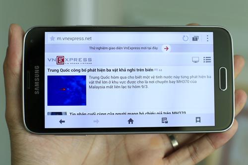 Galaxy S5 sử dụng màn hình Super AMOLED 5,1 inch độ phân giải Full HD 1.920 x 1.080