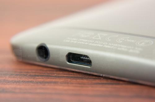 Bộ khung kim loại được HTC cải tiến, hoàn thiện tỉ mỉ hơn so với thế hệ trước. Mặt lưng kim loại ôm và bao luôn cả các viền xung quanh.