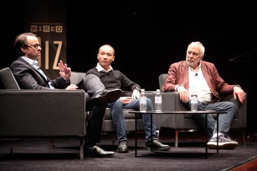 Anh có mặt trên sân khấu cùngNolan Bushell, nhà sáng lập Atari và nhà báo David Kushner