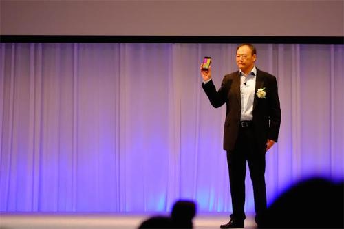 Peter Chou, CEO của HTC, giới thiệuButterfly 2.