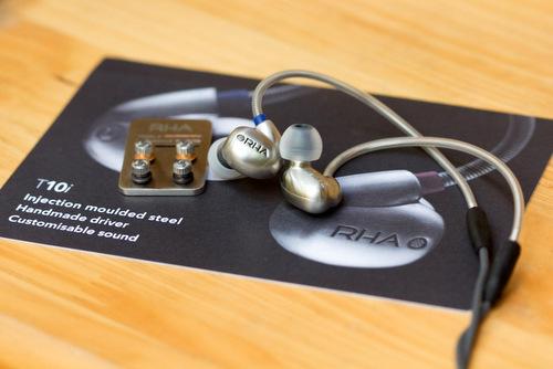 RHA T10i với thiết kế vỏ kim loại, driver thủ công và khả năng tinh chỉnh âm thanh linh hoạt.