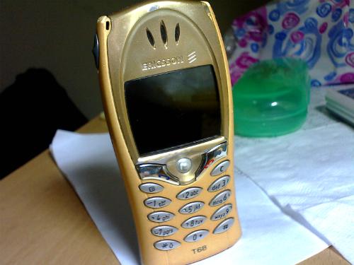 Chiếc Ericsson T68, điện thoại màn hình màu đầu tiên.