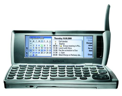 Nokia 9210 Communicator ra mắt vào năm 2000.