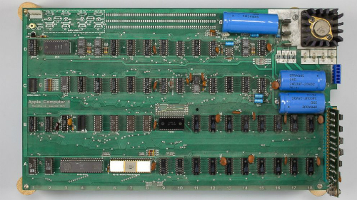 Hình ảnh máy tính cổ Apple được nhà bán đấu giá Bonhams cung câp.