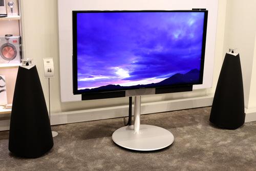 Hệ thống TV 4K và loa Stereo không dây tổng giá trị gần 700 triệu đồng của Bang & Olufsen.