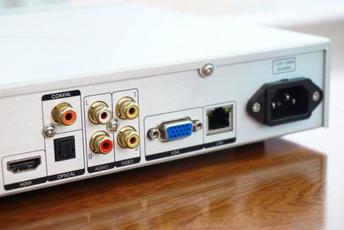 Có cả kiết nối kỹ thuật số và kết nối analog để giúp người dùng linh hoạt hơn trong quá trình sử dụng.
