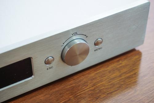 Sản phẩm lấy cảm hứng thiết kế từ Moon Audio, đề cao tính đơn giản và tiện lợi.