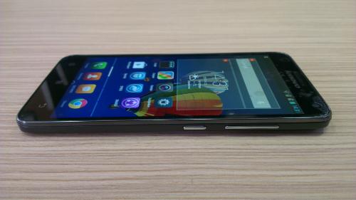 Thiết kế mỏng cho cảm giác cầm nắm vừa tay là điểm nổi bật trong thiết kế của S580. Ảnh: sohabr.net