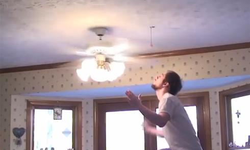 Video cuộc đấu của những chàng ngốc hot nhất Interrnet tuần qua