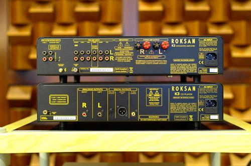 CDP Kandy K3 không có đầu vào USB để chiều lòng các fan nhạc số, bù lại là đầu ra RCA với jack cắm mạ vàng