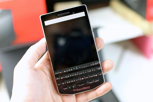 BlackBerry Porsche Design P9983 giá chính hãng 50 triệu đồng