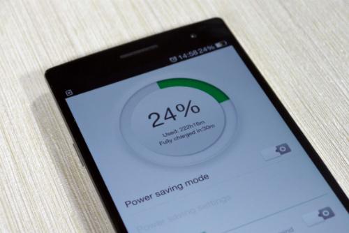 Pin trên điện thoại ngày càng lớn nhưng thời gian sạc cũng được rút ngắn nhờ công nghệ mới.