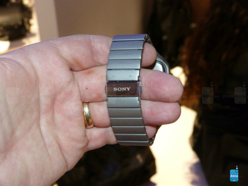 Sony-Smartwatch-with-stainless-5123-3802