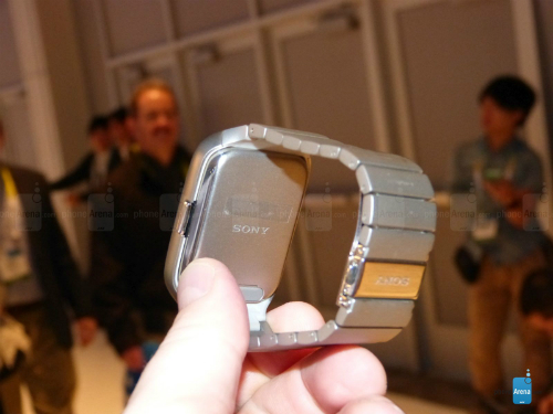 Sony-Smartwatch-with-stainless-6205-3167