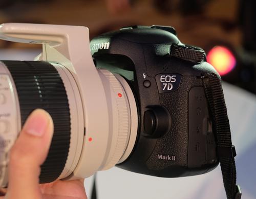 Máy ảnh xuất sắc: Canon 7D Mark II