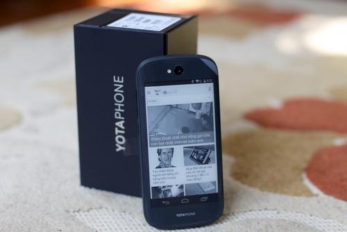 YotaPhone 2 có giá bán gần 20 triệu đồng.