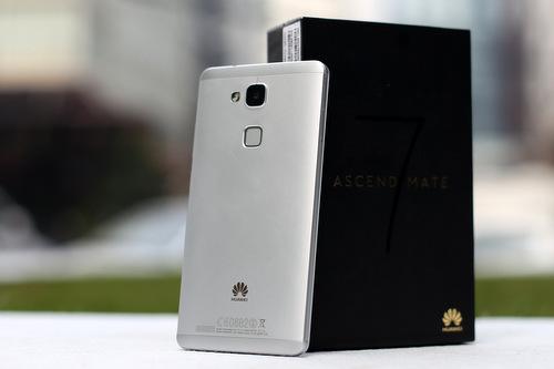 Huawei Ascend Mate 7, chiếc phablet vỏ nhôm nguyên khối với cảm biến vân tay đặt ở lưng như HTC One Max.