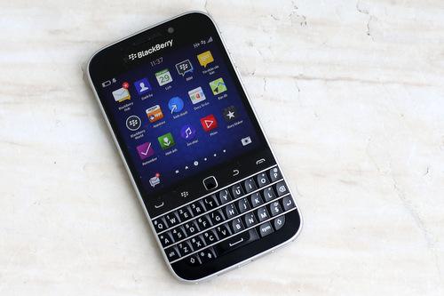 BlackBerry Classic có giá bán chính hãng ở Việt Nam 10,5 triệu đồng.
