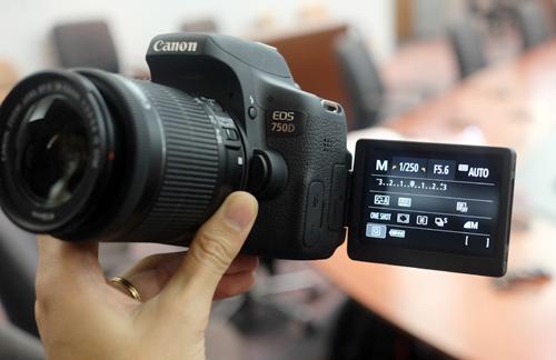 Canon EOS 750D.