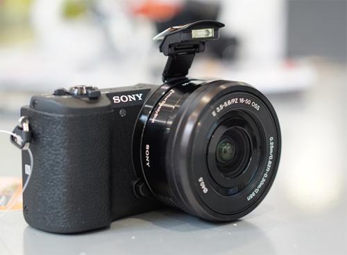 Sony Alpha A5100.