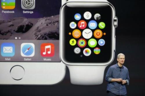 Apple Watch cần kết nối với iPhone và có thể nhận cuộc, tin nhắn.