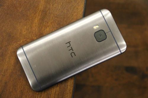 Ngoại hình của HTC One M9 không khác biệt rõ rệt so với One M8 tiền nhiệm.
