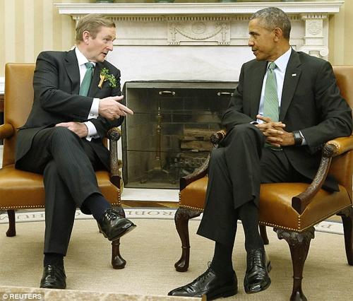 Chiếc đồng hồ trên tay Obama khi ông gặp Thủ tướngIrelandEnda Kenny.