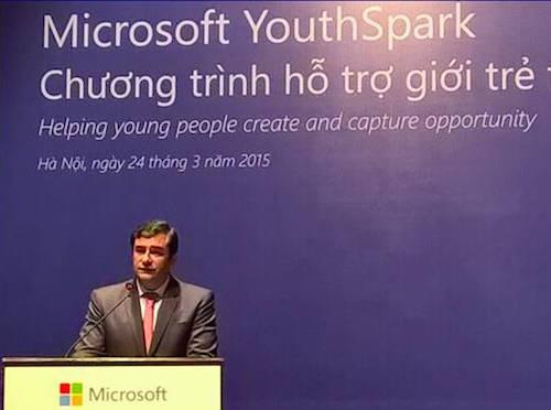 Ông César Cernuda, Chủ tịch Microsoft khu vực châu Á - Thái Bình Dương.