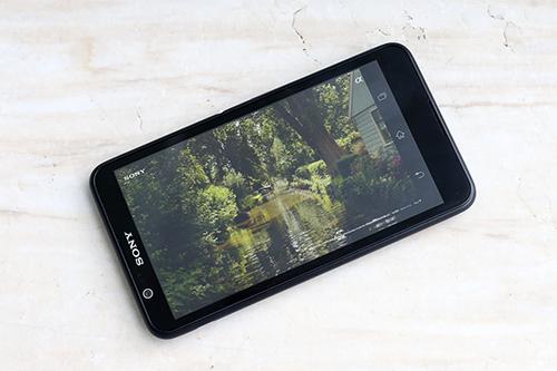 Xperia E4 có màn hình to nhưng khôg đẹp