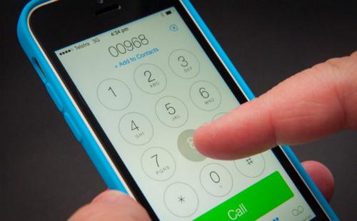 SIM ghép giúp đánh lừa iPhone 5C Docomo là vẫn sử dụng SIM của nhà mạng tại Nhật, thay vì nhà mạng tại Việt Nam.