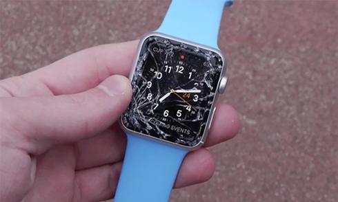 Apple Watch Sport vỡ nát mặt kính khi bị thả rơi
