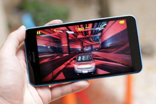 Lumia 640 XL là chiếc smartphone