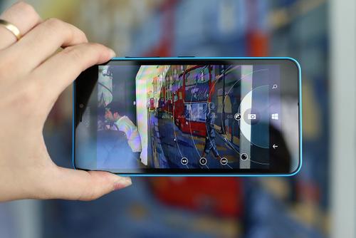 640 XL sản phẩm giá tốt đáng cân nhắc với người thích chụp ảnh từ smartphone.