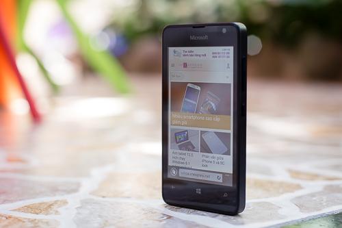 Lumia 430 cho khả năng lướt web mượt mà hơn các đối thủ Android giá rẻ khác.