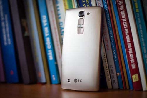 Đánh giá LG Magna – smartphone màn hình cong giá rẻ