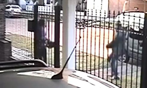 Video tên cướp thua cô gái nhanh trí hot nhất Internet tuần qua