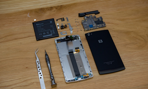 Bo mạch Bphone có chất lượng hoàn thiện gần bằng iPhone
