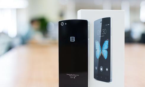 Mở hộp smartphone màn hình Full HD rẻ nhất thị trường
