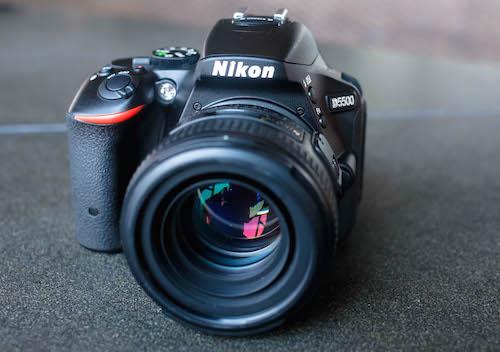 Nikon D5500. Ảnh: Huy Đức.