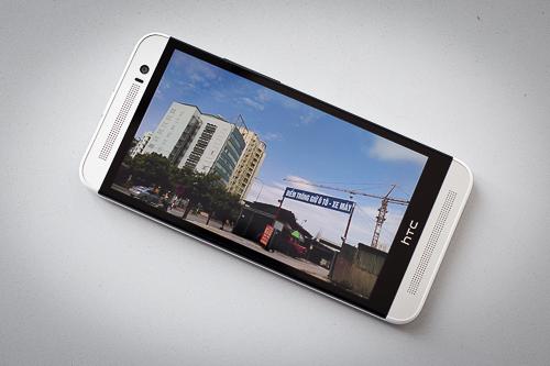 Màn hình 5 inch Full HD trên HTC One E8 cho chất lượng hiển thị đẹp và sắc nét, nổi trội trong phân khúc smartphone tầm trung.